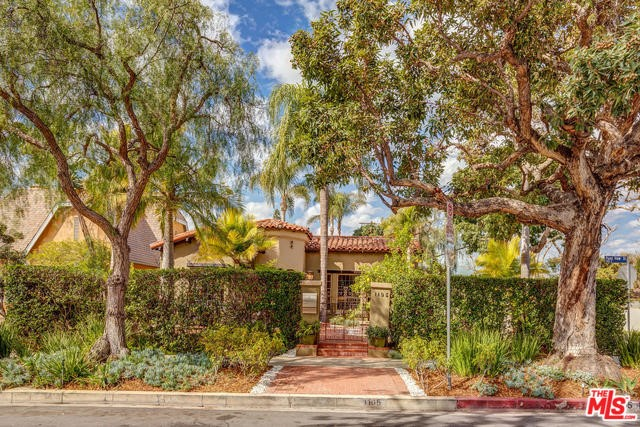 1105 S POINT VIEW Street, Los Angeles, CA 90035