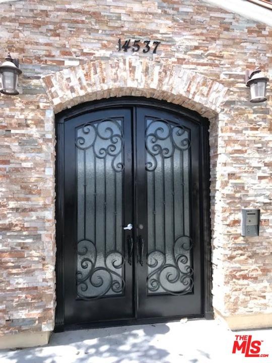 Photo of 14537 Archwood #101 Street, Van Nuys, CA 91405