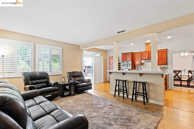 17. 619 Edenderry Dr Vacaville, CA 95688