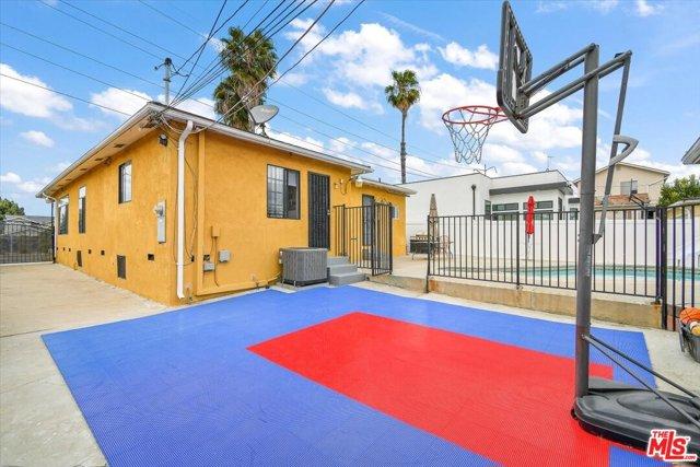 25. 6002 S La Cienega Boulevard Los Angeles, CA 90056