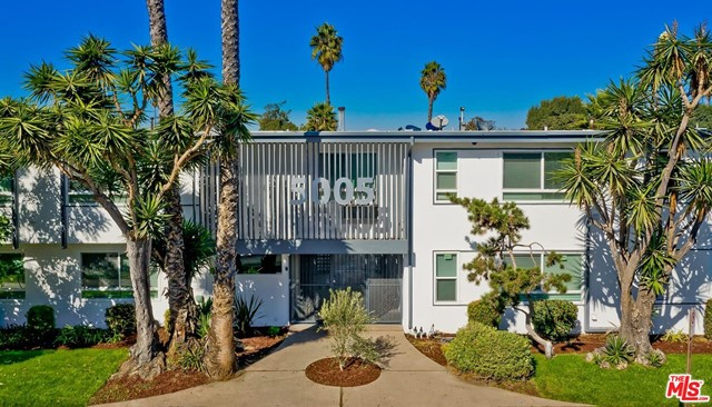 Originally built in 1962, and renovated in 2020, the Palms on August are located at 5005 August Street in the Baldwin Village neighborhood, adjacent to the Culver City submarket.  Consisting of 44 units, the apartment complex totals 18,344 square feet of building area on a 24,615 square foot corner lot with alley access. Current ownership has spent $1.4 million renovating and rebranding the property inside and out resulting in a best-in-class asset highlighting the 1960s modernism design. The refreshed styling is highlighted with a new paint scheme, new signage, new windows and new landscaping.
