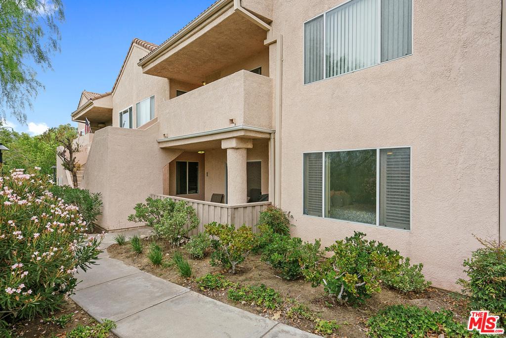 21328     Trumpet Drive   101, Santa Clarita CA 91321