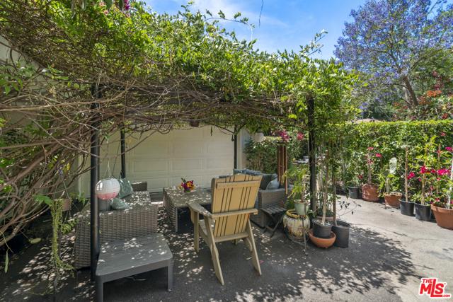 10. 1/2 Mammoth Avenue Sherman Oaks, CA 91423