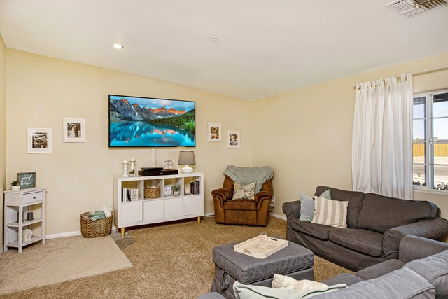 10. 8628 San Vicente Drive Yucca Valley, CA 92284