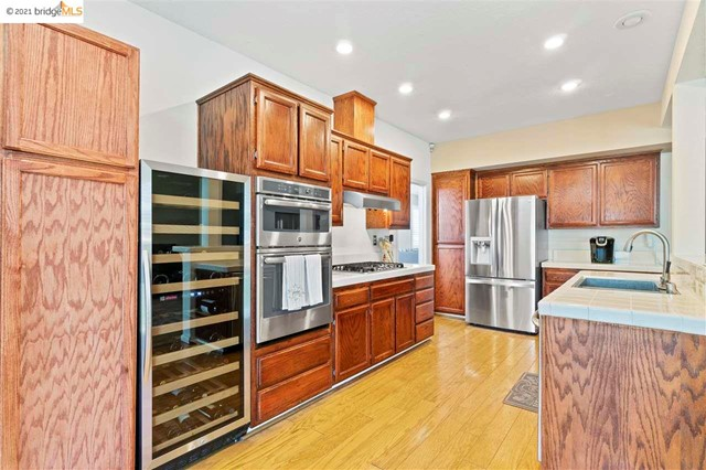 13. 619 Edenderry Dr Vacaville, CA 95688