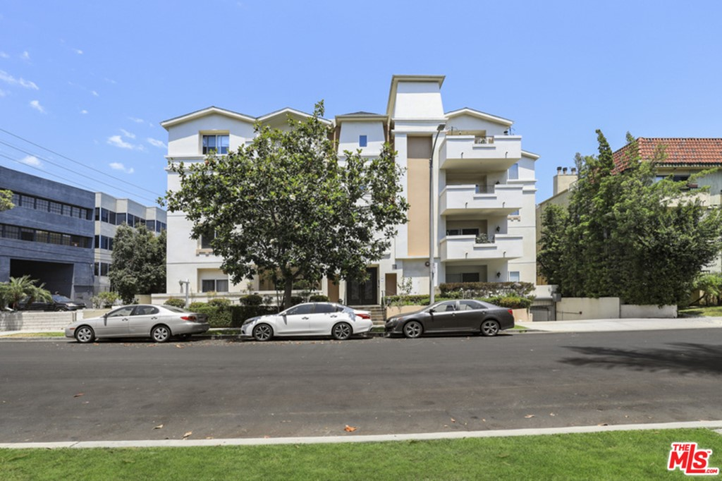 1726   S Bentley Avenue   102, Los Angeles CA 90025
