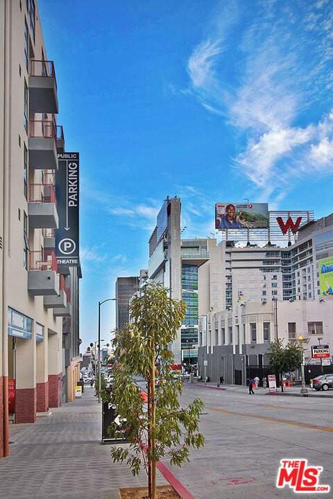 6200 HOLLYWOOD, Los Angeles CA: https://media.crmls.org/mediaz/5a90dda9-272e-4fbd-af91-ac6e513110bb.jpg
