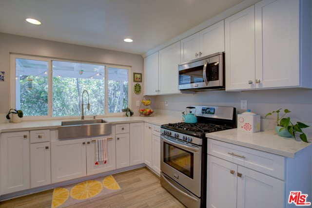 Bight, spacious and updated Kitchen