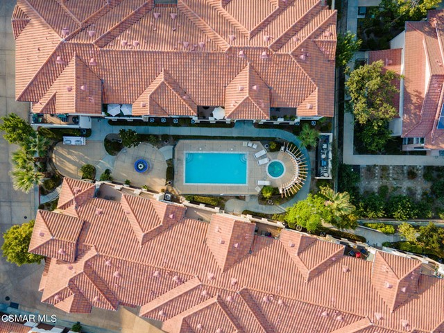 52. 461 Country Club Drive #111 Simi Valley, CA 93065