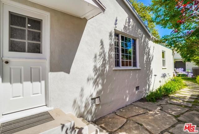 33. 1724 S Carmelina Avenue Los Angeles, CA 90025
