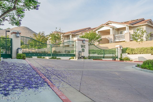 46. 461 Country Club Drive #111 Simi Valley, CA 93065