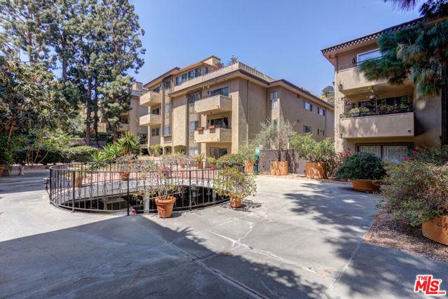 6728 Hillpark Drive, Los Angeles CA: https://media.crmls.org/mediaz/621B6C31-CBC5-4FDB-B2E0-9B354FC163A4.jpg