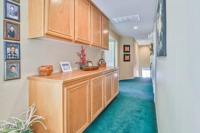 33. 215 Southcrest Place Simi Valley, CA 93065