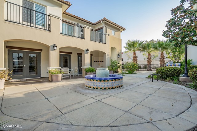 44. 461 Country Club Drive #111 Simi Valley, CA 93065