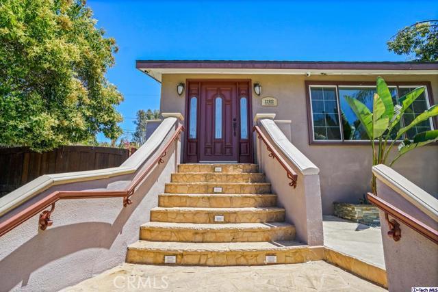 22922     Avenue San Luis, Woodland Hills CA 91364