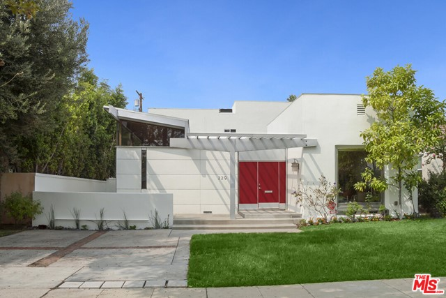 229 Canon Drive, Beverly Hills, California 90212, 4 Bedrooms Bedrooms, ,3 BathroomsBathrooms,For Sale,Canon,20626636