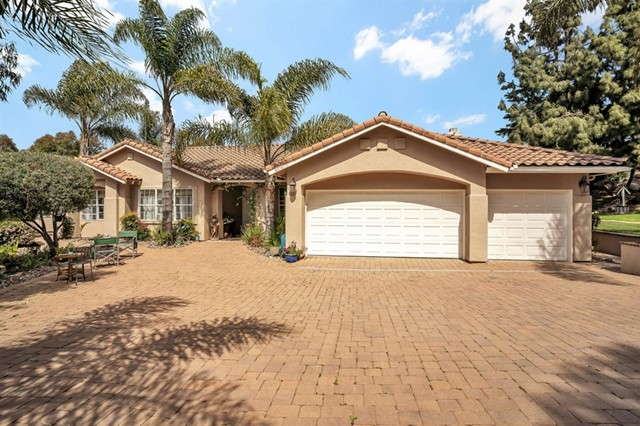 1927 Golden Hill Dr, Vista, CA 92084