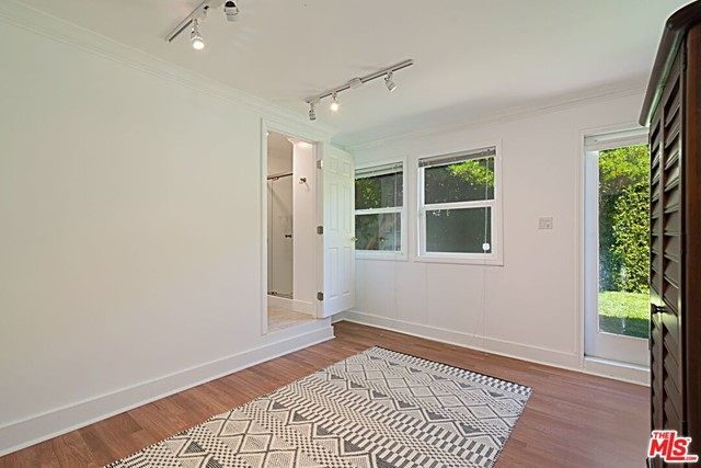 20. 9015 Rosewood Avenue West Hollywood, CA 90048