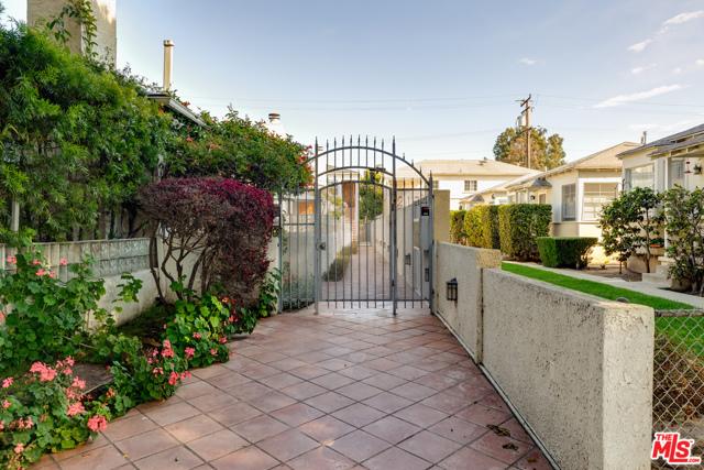 2134 Oak St, Santa Monica, CA 90405 Photo 4