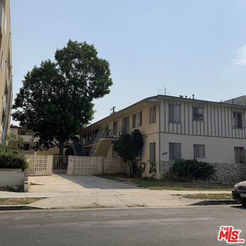 Attention Developers. Incredible opportunity to develop 11 condominiums or apartments in prime West Los Angeles location. Property will be delivered vacant with plans, RTI permits and approved tentative tract map . Large 8,610  LAR3 lot. The plans are for a 4 story, 11 unit condominium building consisting of 10 X 3 bedroom units and 1 X 2 bedroom unit with great floor plans. No low income units required.  The property is located on a quiet residential street, just a few blocks from trendy Sawtelle Blvd.