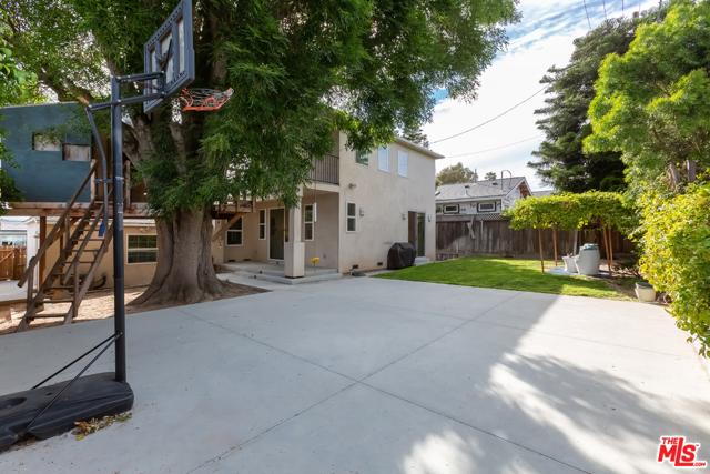 22. 8726 Bleriot Avenue Los Angeles, CA 90045