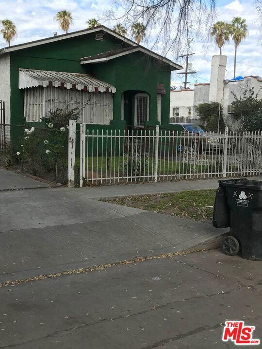 621 W. W 105Th Street, Los Angeles CA 90044