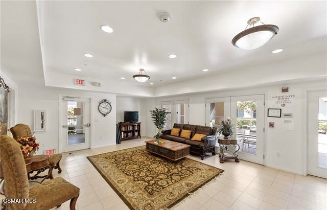 47. 461 Country Club Drive #111 Simi Valley, CA 93065