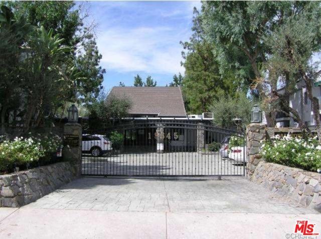 Photo of 18645 HATTERAS Street #183, Tarzana, CA 91356