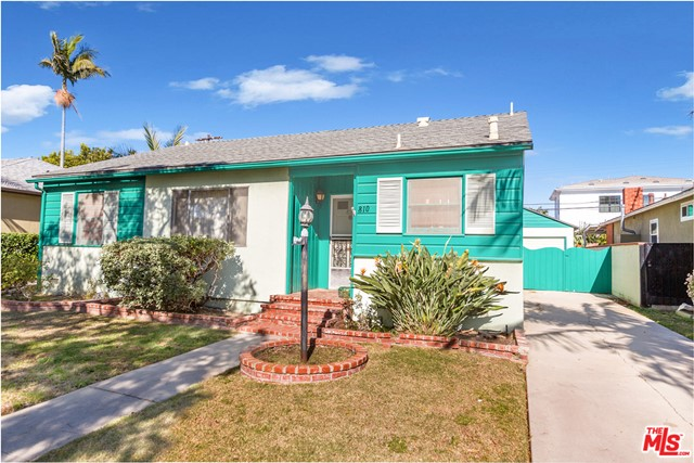 Fantastic opportunity in Venice for a developer or owner user that wants to put their own stamp on their new home. First time on the market in over 50 years! Ideal location for dream home on a tree-lined street in a quiet pocket in Venice.  Steps away from shops and restaurants on Lincoln and Penmar Golf Course.  Don't let this prime opportunity pass you by.  Property sold AS-IS with no warranties expressed or implied.