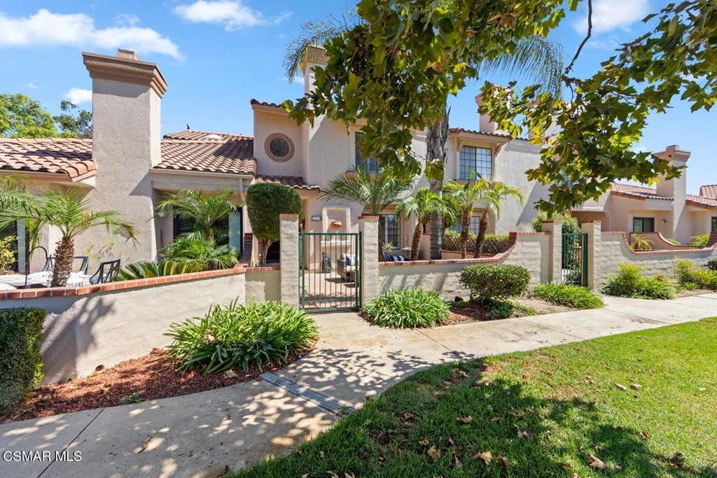 228     Country Club Drive   D, Simi Valley CA 93065