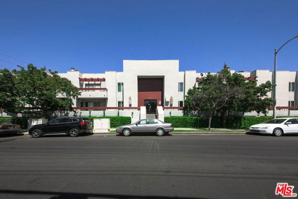 Photo of 6750 Glade Avenue, Woodland Hills, CA 91303