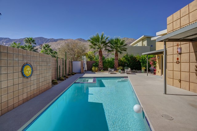 915 Oceo Circle S, Palm Springs, CA 92264