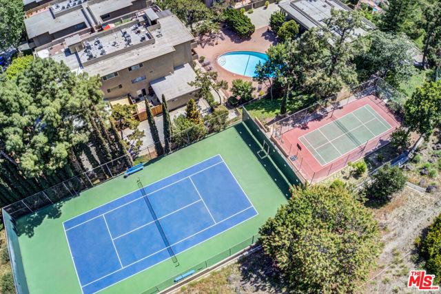 6728 Hillpark Drive, Los Angeles CA: https://media.crmls.org/mediaz/681D4225-DF3E-41AE-B148-003E59E45ACE.jpg