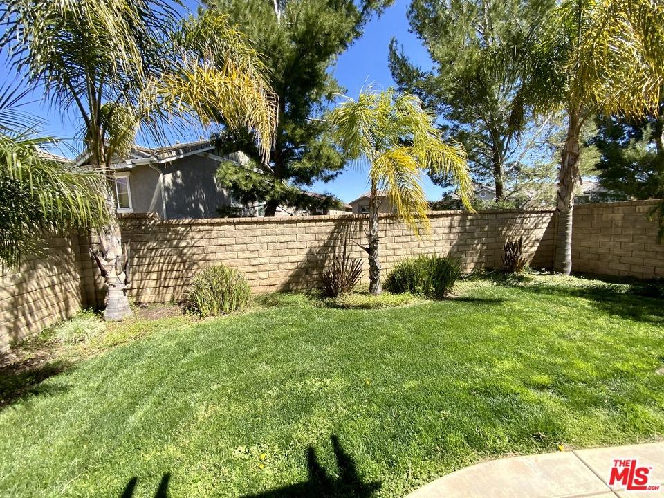 29216   W Rio Lobo Way, Valencia CA 91354