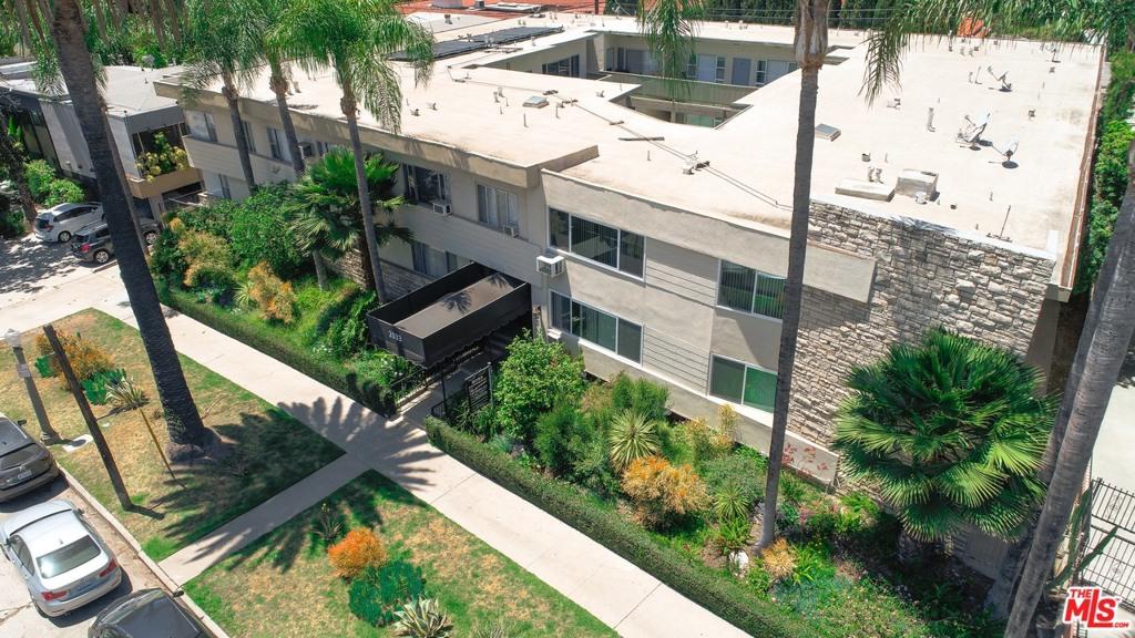 Photo of 2033 N Beachwood Drive, Los Angeles, CA 90068