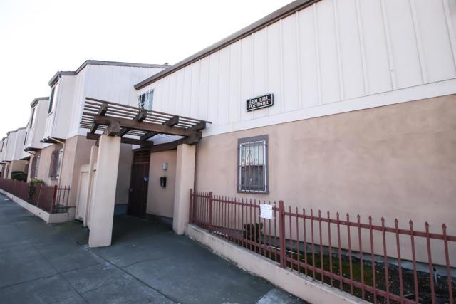 5209 Foothill Boulevard 12, Oakland, CA 94601