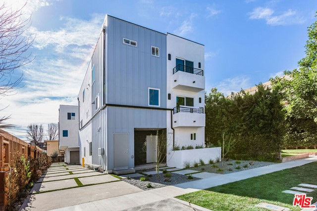 Photo of 10916 W HESBY Street, North Hollywood, CA 91601