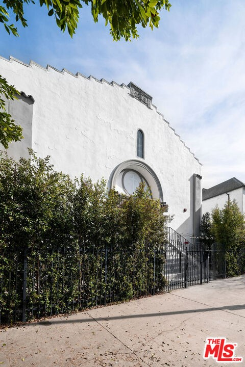 900 Hoover Street, Los Angeles, California 90029, ,Multi-Family,For Sale,Hoover,21684692