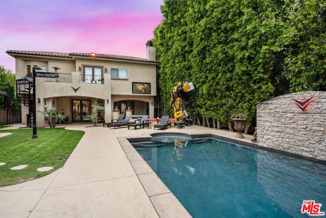 Photo of 23123 W Oxnard Street, Woodland Hills, CA 91367