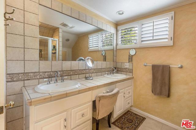 21. 4420 Da Vinci Avenue Woodland Hills, CA 91364