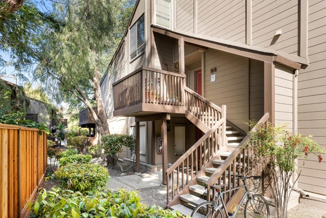 31. 2040 Middlefield Road #24 Mountain View, CA 94043