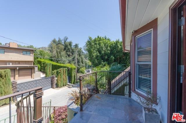 39. 8100 MULHOLLAND Terrace Los Angeles, CA 90046