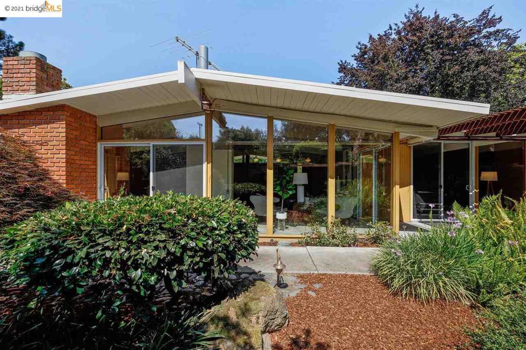 661 Wildwood Ln Palo Alto, CA 94303