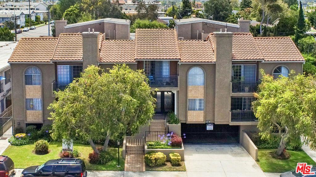 Photo of 12420 Woodgreen Street, Los Angeles, CA 90066