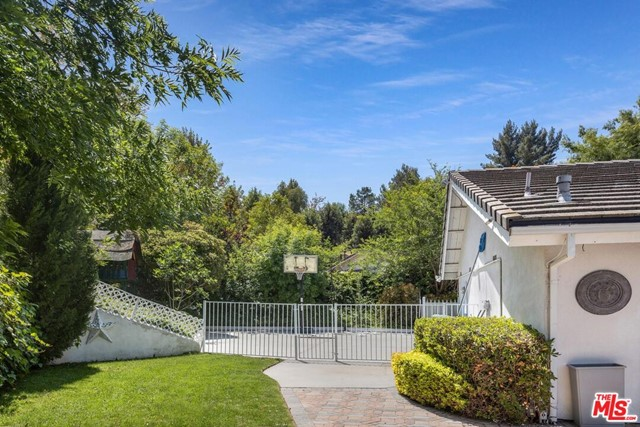 31. 4420 Da Vinci Avenue Woodland Hills, CA 91364