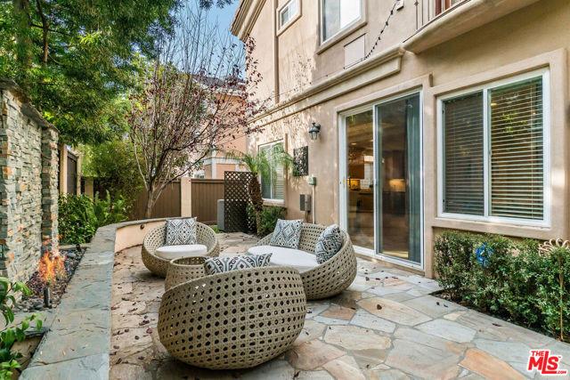 1816 Huntington Lane B, Redondo Beach, California 90278, 4 Bedrooms Bedrooms, ,2 BathroomsBathrooms,For Sale,Huntington,21684466