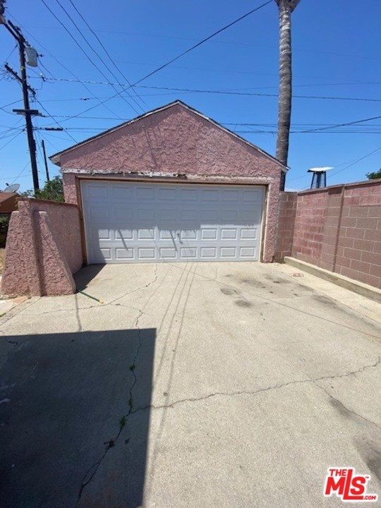 14. 2153 W 111Th Street Los Angeles, CA 90047
