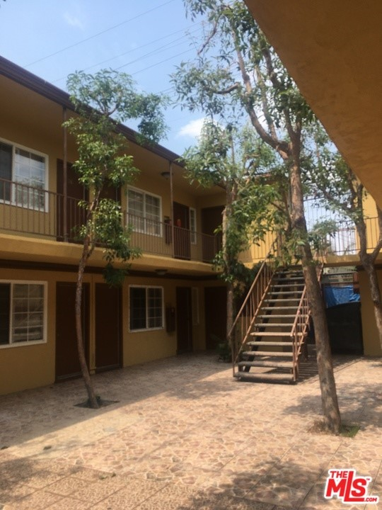 4045 Slauson Avenue, Maywood, California 90270, ,Residential Income,For Sale,Slauson,21774296
