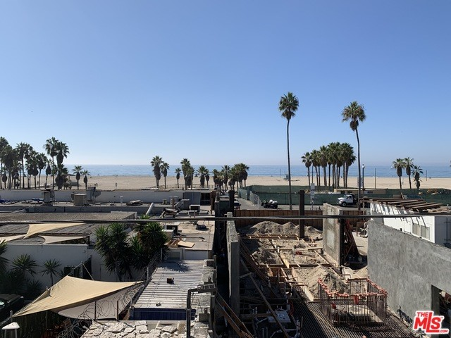 14 OZONE Avenue, Venice, CA 90291
