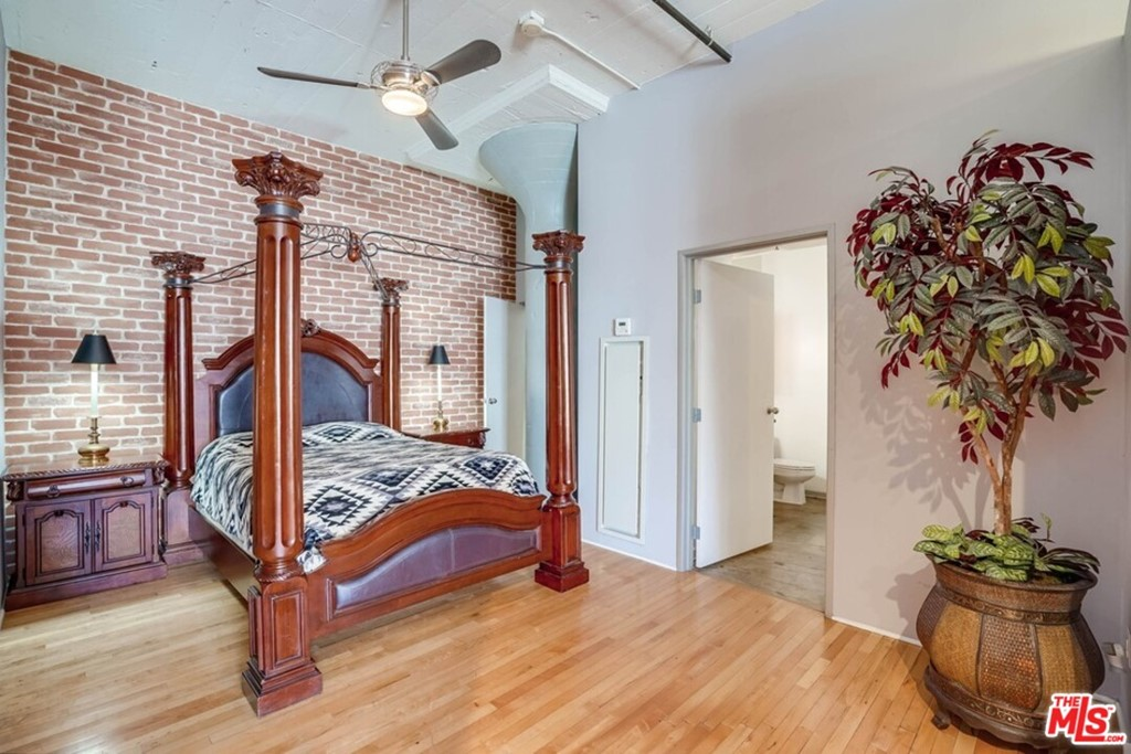 Large bed area wi good separation
